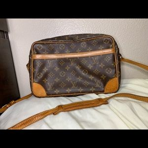 AUTHENTIC Louis Vuitton Trocadero 27 **DAMAGED**